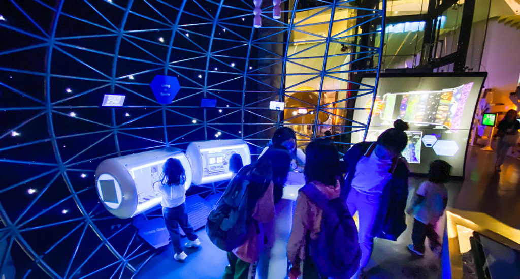 Laiban Elementary students on a field trip to Mind Museum