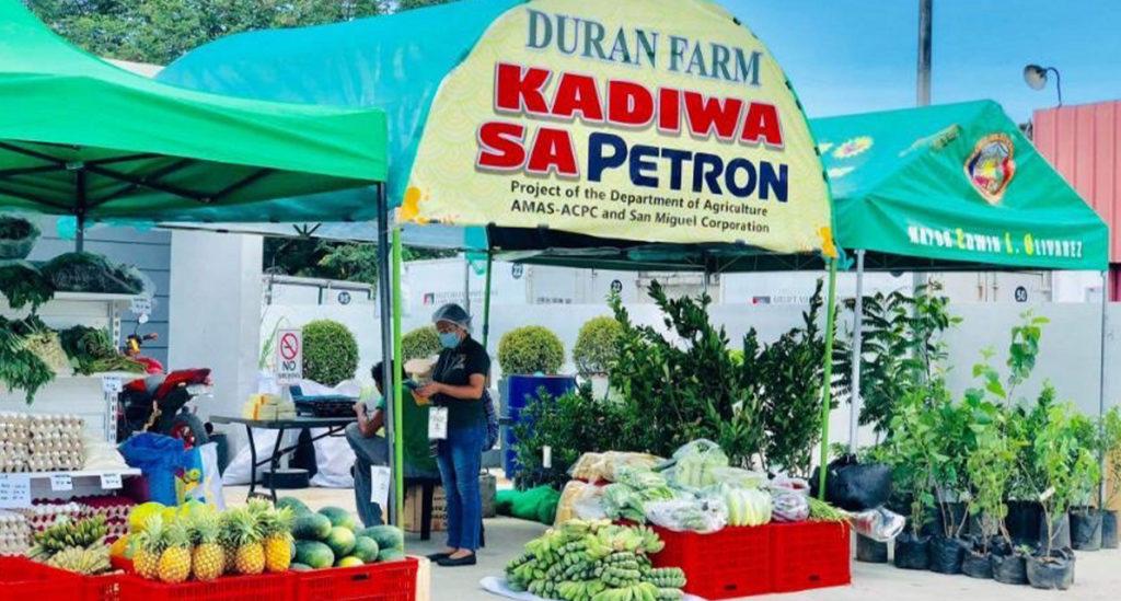 Kadiwa sa Petron tent displaying various fruits and vegetables